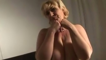 Grow older LADY Treasures VEGGIE IN PUSSY DURING Lick Intercourse