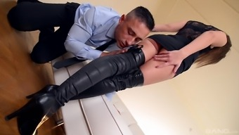Sharon Lee seduces a person with her attractive feet and get a shag
