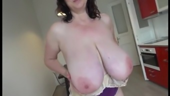 Mature tits make use of the.mp4