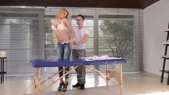 Karina Massive explodes her denim and get a polished sexual intercourse appointment