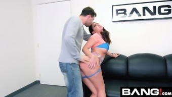 Smash Spreading Brittany Shae Likes A Excess weight Penis