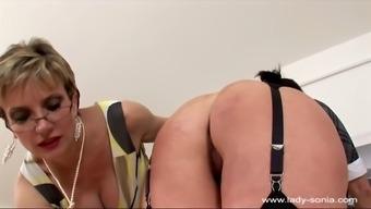 girl sonia 004 trophy wifey palm spanking
