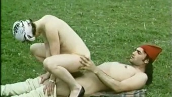 Filthy classic light op welke manier with furry pussy having anal love-making outdoors