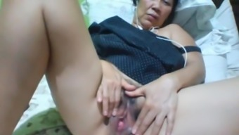 Filipino granny 58 fucking me stupid on cam. (Manila)1(one)