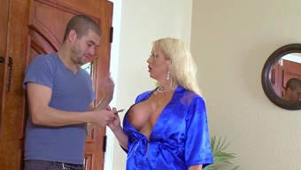 Cougar mom fucked under the shower by fortunate action youngster