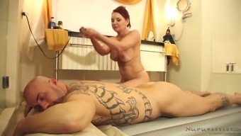 Boobalicious ginger mother Janet Mason gives head her man off in massage therapy parlor