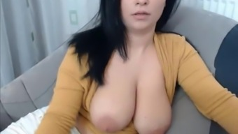Great Titties Instructor Demonstrates Tits On Cam