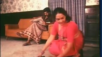 Mallu Maid Cleavage Exhibit