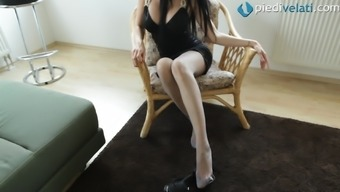 In her pantyhose the woman stickers off her outfit to prove to her legs simultaneously and human body