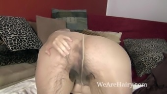 Bike shows off her open fuzzy body in bed