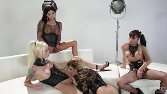 Shemale Jessica Drake sympathized horny opposite sex for getting a black orgy