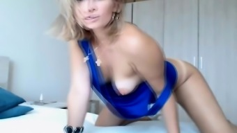Hot and Beautiful Babe Rubbing Pussy on Cam