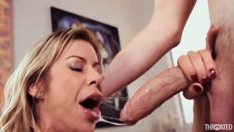 Professional Alexis Fawx is very good at fulfill an important challenging cock