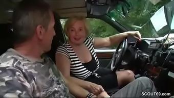 Mutti wurde Taxifahrerin und fickt gerne mmargis mit ihren Kunden