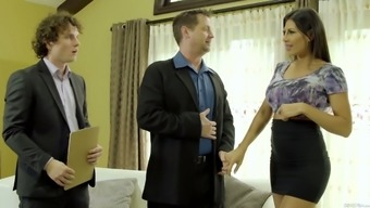 Great hottie Makayla Cox is having intercourse back with her new mate
