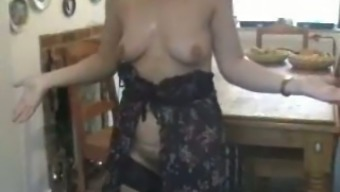 Getting laid by having pretty MILF wife in kitchen - genuine home made