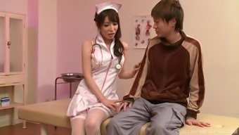 Japanese sweetie Kazama Yumi you like a girlfriend by playing with his elevate