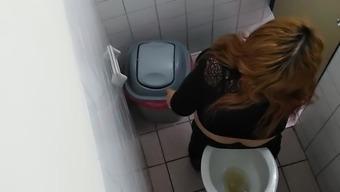 в каком фильме реально месяца в туалете премиум-пользователи