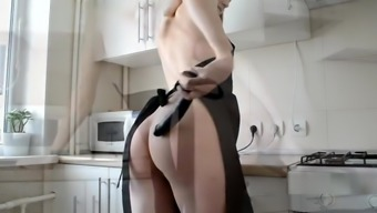 HORNY HOUSEWIFE'S FANTASY ABOUT HARD COCK. DREAMS COME TRUE!