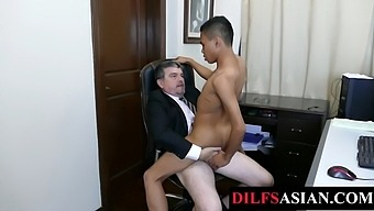 Asian amateur bred by mature boss in the office