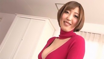 Sexy Japanese babe bends her ass in a stunning doggy POV