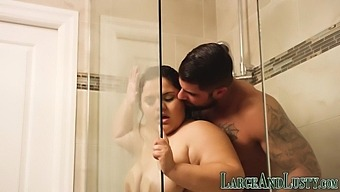 Showering bbw eaten out and banged