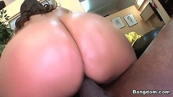 Alexis Breeze In Alexis Breeze's Ass Don't Play