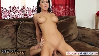 Slutty cheating wife Jessica Jaymes is so busy with sucking delicious cock