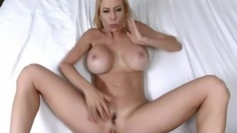 Hot MILF gets her entrance choked with ejaculate - Alexis Fawx
