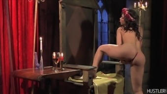 aleksa nicole playing with herself upon the throne
