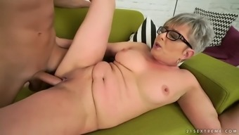 vintage pussy of euro granny jessye gets handled by original cock