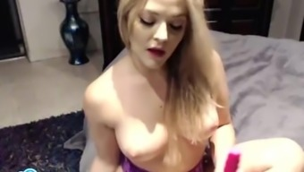 Alexis Texas forcing a dildo into her moist pussy.