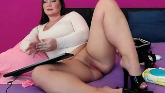 Heated Plus size Digicam Bones Friction Her Pussy