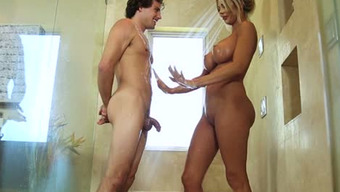 Buxom pale haired MILF Courtney Taylor seduces innocent one when shooting tub