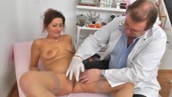 Age cunt examined by horny gyno