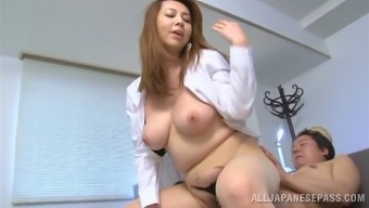 Fleshy cougar along with big tits gaining appealing rim task prior to getting hammered intense on the job