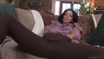 A wife chop on the boyfriend along with a youthful stud while is at work