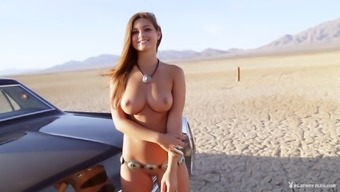 Palpitating solo model with the use of organic titties savours an exotic photo shoot outside