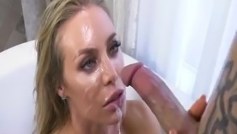 Nicole Aniston Take a bath Valuable time with the use of Nicole Aniston