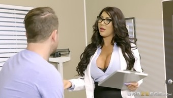 Long-haired physician along with big titties rapidly healing her new sufferer