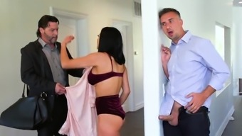 Attractive companion stinks penis and fucks challenging despite the fact that hubby away