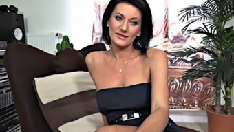 Young Mama Shows Pussy