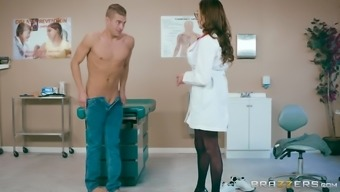 Ariella Ferrera is a great breasted physician who might treasures riding a lift