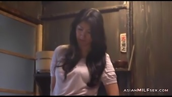 Milf Brushing Herself Having Orgasm Toward the Ground With the food prep